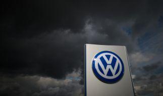 Für VW ziehen dunkle Zeiten auf. Nicht nur finanziell erleidet der Konzern derzeit großen Schaden, auch das Image des deutschen Autobauers leidet. (Foto)