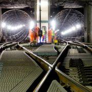 Betrunkener steht mitten auf den Gleisen im S-Bahntunnel (Foto)
