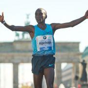Kenianer Kipchoge siegt beim 42. Marathon in der Hauptstadt (Foto)