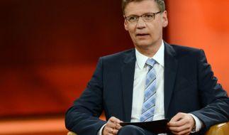 Günther Jauch diskutiert mit seinen Gästen die Folgen des VW-Skandals (Foto)