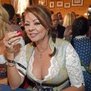 80er-Jahre-Star Sandra ist immer noch DICK im Geschäft (Foto)