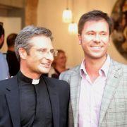 Nach Coming Out: Vatikan feuert schwulen Priester (Foto)