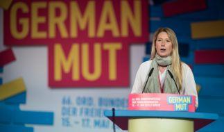 Lencke Steiner spricht am 16.05.2015 beim Bundesparteitag der FDP als Bewerberin für den Bundesvorstand der Partei. (Foto)