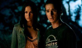 Mikaela (Megan Fox) und Sam (Shia LaBeouf) geraten zwischen die Fronten im Roboter-Krieg. (Foto)