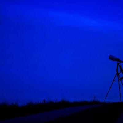 Sternschnuppen-Zauber am Oktober-Nachthimmel (Foto)