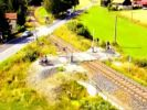 Kann man mal stehen haben: Ein Bahnübergang ohne Straße. (Foto)