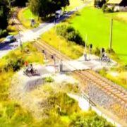 Kann man mal stehen haben: Ein Bahnübergang ohne Straße.