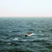 Rechtsradikale attackieren Flüchtlingsboote (Foto)
