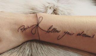 Dieses Tattoo schmückt nun das Handgelenk von Paul Jankes Schwester. (Foto)