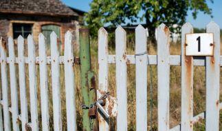 An einem Zaun hing eine Frauenleiche. (Foto)