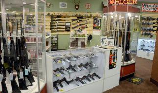 Ein Waffengeschäft im Ferguson im US-Bundesstaat Missouri: Unglaublich wie leicht Amerikaner an Waffen kommen können, und zwar nicht nur Handfeuerwaffen. (Foto)