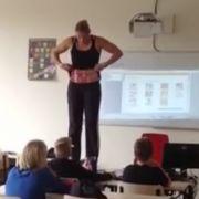 Debby Heerkens während ihres außergewöhnlichen Unterrichts.