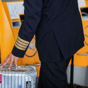 Flugbegleiter drohen mit Arbeits-Ausfall - Piloten wollen mitziehen (Foto)