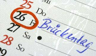 Mit sogenannten Brückentagen können Arbeitnehmer möglichst viel Urlaub rausschlagen. (Foto)