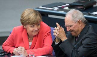 Bundeskanzlerin Angela Merkel und Bundesfinanzminister Wolfgang Schäuble während einer Sitzung des Deutschen Bundestags. Gerüchte besagen: Schäuble folgt auf Merkel. (Foto)