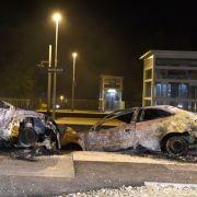 Schrott und Feuer: Randalierer zerlegen Kleinstadt in Frankreich (Foto)