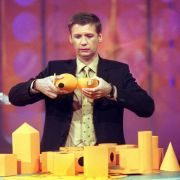 Wie schlau ist Deutschland? Jauch macht es 2001 in seiner gleichnamigen Sendung vor und staunt Bauklötze.