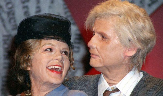 Welche Traumfrau ist denn hier an seiner Seite? Gemeinsam mit Verona Pooth (damals noch Feldbusch) zeigte sich Jauch 2001 in seiner Sendung