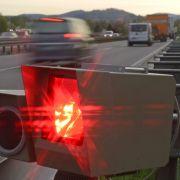 Diebe rasen mit gestohlenem Auto in Blitzer-Falle (Foto)