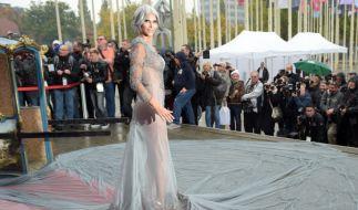Finden ihre Fans Micaela Schäfer auch mit rasiertem Schädel noch erotisch? (Foto)