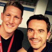 Wer ist denn da zum Helene-Fischer-Konzert gekommen? Mit diesem Selfie überraschte Flori seine Fans. Ja, auch Bastian Schweinsteiger ist Helene-Fischer-Fan.