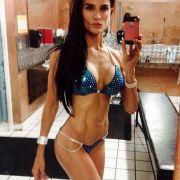Bikinimodel-Lehrerin zu heiß für den Unterricht? (Foto)