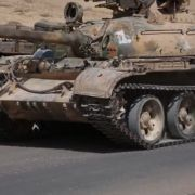 Horror-Video aufgetaucht! ISIS überrollt Gefangene mit Panzer (Foto)