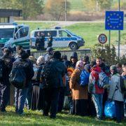 Flüchtlinge springen aus Verzweiflung in Grenzfluss Inn (Foto)