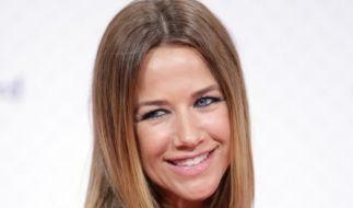 """Schauspielerin Alexandra Neldel ist ab dem 30.10. in der neuen ARD-Serie """"Einfach Rosa"""" regelmäßig im TV zu sehen. (Foto)"""
