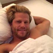 Bachelor postet heißes Bett-Selfie (Foto)