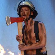 ... absolut heißer Feuerwehrmann bei