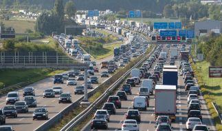 Auf einigen Autobahnen könnte es zum Ferienende eng werden. (Foto)