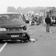 Kleinbus kracht inLKW- Kind tot, sechs Menschen schwer verletzt (Foto)