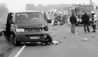 In der Nähe von Arnstadt kam es am Freitag zu einem schweren Unfall (Symbolbild). (Foto)