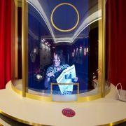 Mit einem Kinofoyer und einer Videoanimation startet der Rundgang der neuen Ausstellung.
