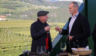 Horst Lichter trifft Kellermeister Willi Stürz. (Foto)