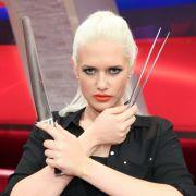 In der Mediathek: Kann Sarah Knappik den Star-Koch grillen? (Foto)