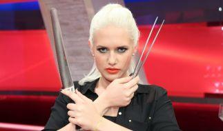 TV-Sternchen Sarah Knappik will Steffen Henssler abkochen. (Foto)