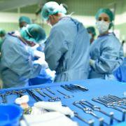 Übler Verdacht! Operierte falscher Arzt ohne Doktortitel? (Foto)