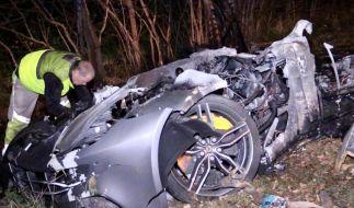 Bei einem schrecklichen Unfall sind zwei Männer in einem Sportwagen verbrannt. (Foto)
