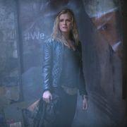 Verheerender Anschlag auf das Camp! Werden Clarke und Abby überleben? (Foto)