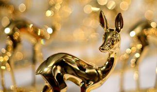 Die Anfänge der Bambi-Verleihung liegen im Jahr 1948: Damals bestand die Trophäe noch aus weißer Keramik. Heute besteht sie aus Gold. (Foto)