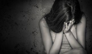 Jahrelang soll eine Mutter aus Spanien ihre drei Töchter kinderpornografisch abgelichtet und die Bilder im Internet verkauft haben. (Symbolbild) (Foto)