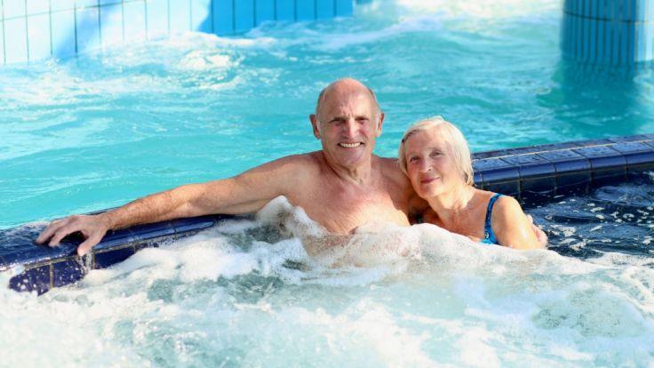 Ein älteres Ehepaar starb beim Liebesakt im zimmereigenen Whirlpool. (Symbolbild) (Foto)