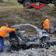 Besitzer steckte Fahrzeug in Brand - weil er hängen geblieben war (Foto)