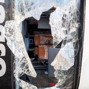 Bus mit 80 Flüchtlingen kippt um - 43 Verletzte (Foto)