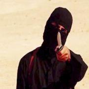 Szene aus einem Video, das von der Terrormiliz Islamischer Staat (IS) am 02.09.2014 veröffentlicht wurde und einen maskierten Mann mit Messer bei der Hinrichtung des US-Journalisten Sotloff zeigen soll.