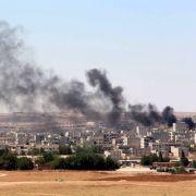 Aufsteigender Rauch nach wiederkehrenden Angriffen des Islamischen Staats in Kobane, Syrien, im Juni 2015.