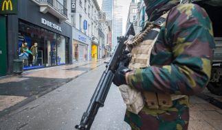 In den Straßen Brüssels patrouillieren schwerbewaffnete Sicherheitskräfte. (Foto)