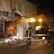 Bankräuber rücken mit Bagger und reißen Fassade ein (Foto)